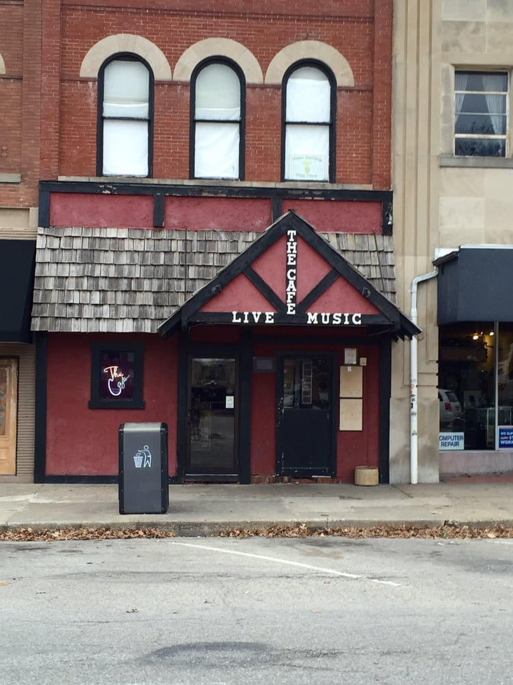 The Cafe: 8 W Side Sq, Macomb, IL