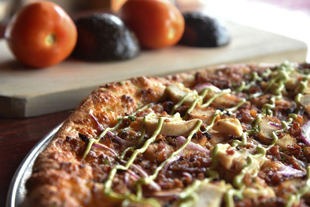 Boombozz Craft Pizza & Taphouse: 135 The Lp, Elizabethtown, KY