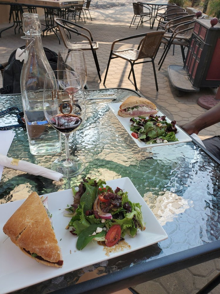 Idle Hour Winery & Kitchen: 41139 Hwy 41, Oakhurst, CA