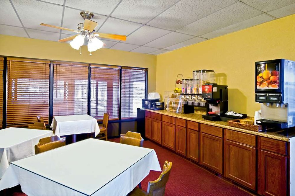 Americas Best Value Inn & Suites Hesston: 606 E Lincoln Blvd, Hesston, KS
