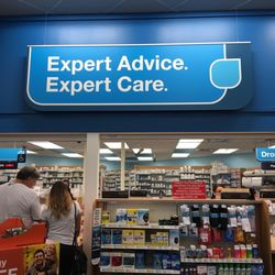 Cvs Pharmacy - Farmacias - 2375 Vanderbilt Beach Rd