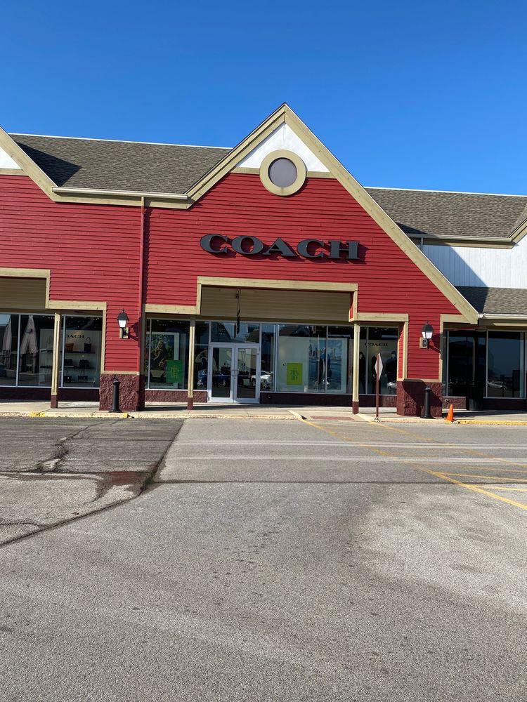 Coach Factory Store: 1011 E Southline Rd, Tuscola, IL