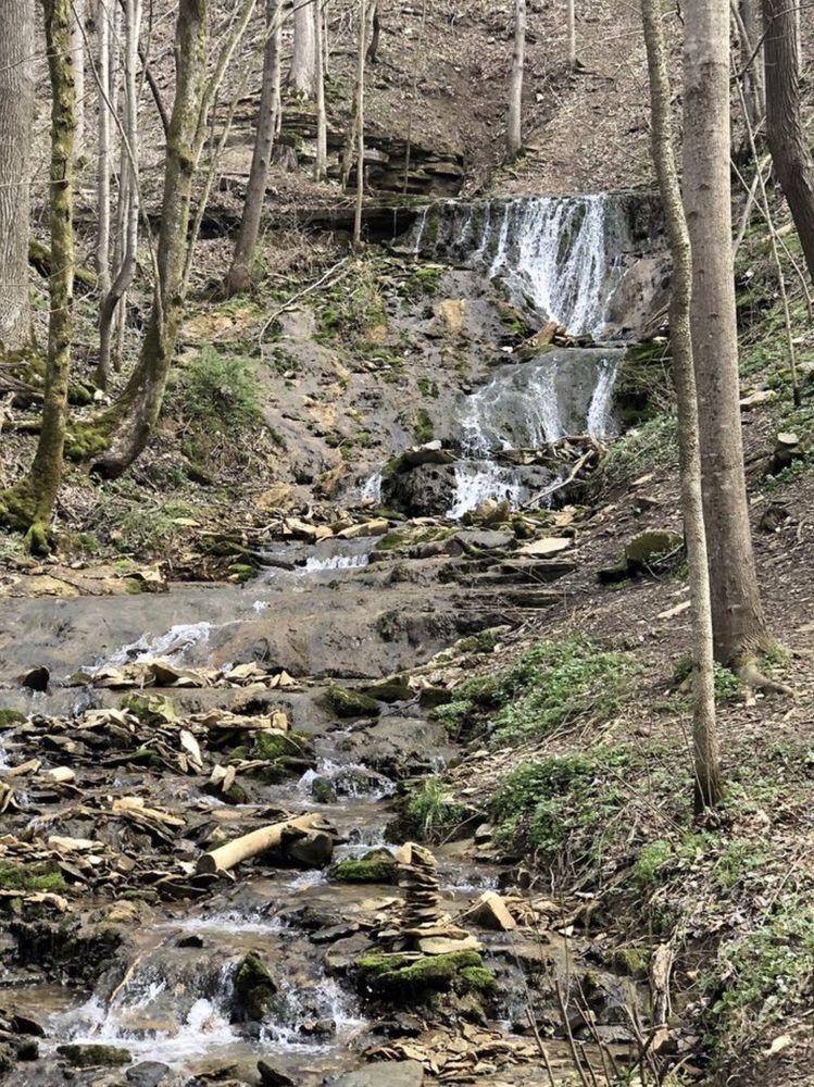 Emmert Falls: 214 River Rd, Brandenburg, KY