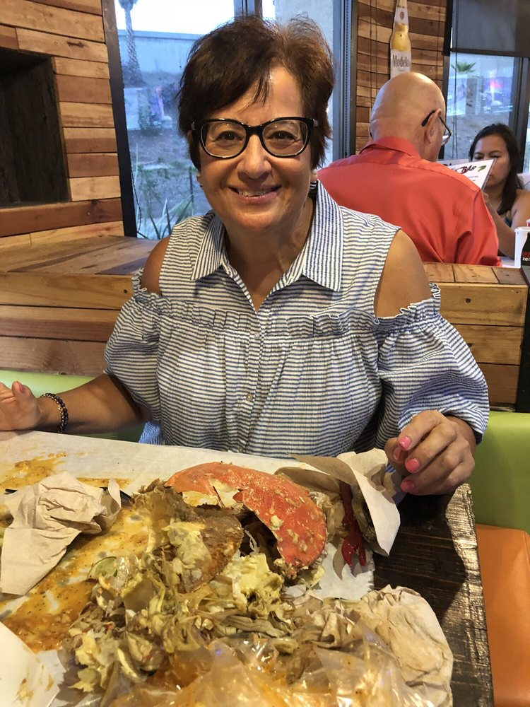 The Blazin' Crab: 345 W Pearl Ave, Redlands, CA