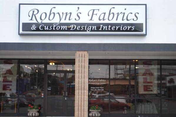 Robyn s fabrics custom design interiors stoffe for Custom home interiors charlotte mi