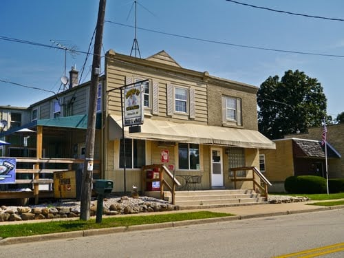 Wingin' It Bar & Grill: W3326 US Hwy 18, Helenville, WI
