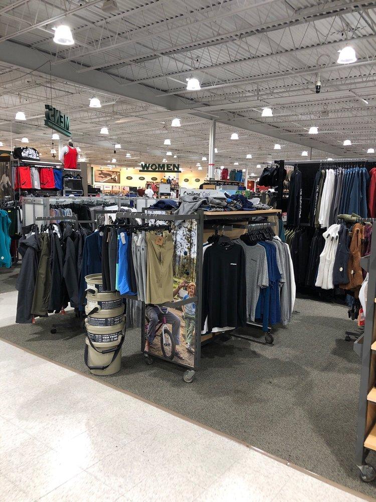 DICK'S Sporting Goods: 21143 Salmon Run Lp W, Watertown, NY