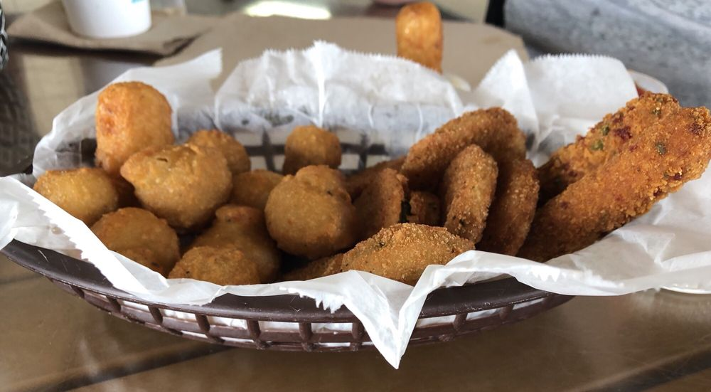 Sea-N-Suds Restaurant & Oyster Bar: 405 E Beach Blvd, Gulf Shores, AL