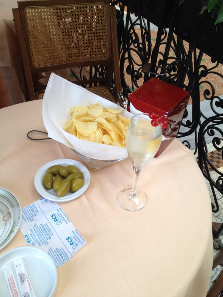 Prosecco oliven und chips yelp for Bar madonnina milano