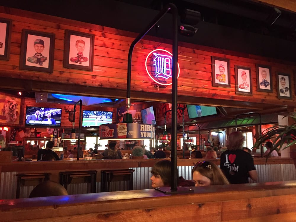 Texas Roadhouse: 4381 Canal Ave SW, Grandville, MI