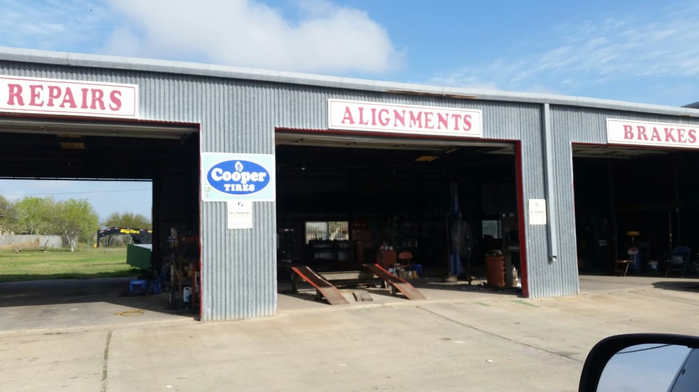 A & D Wheel Alignment: 2512 Hwy 59 W, Beeville, TX