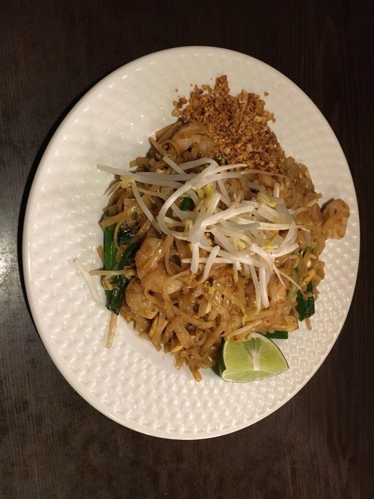 Pad Thai & Chinese Cafe: 915 Montauk Hwy, Oakdale, NY