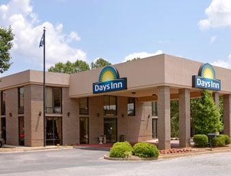 Days Inn by Wyndham Clinton-Presbyterian College: Jct I 26 at Hwy 56 I-26 and Hwy 56, Clinton, SC
