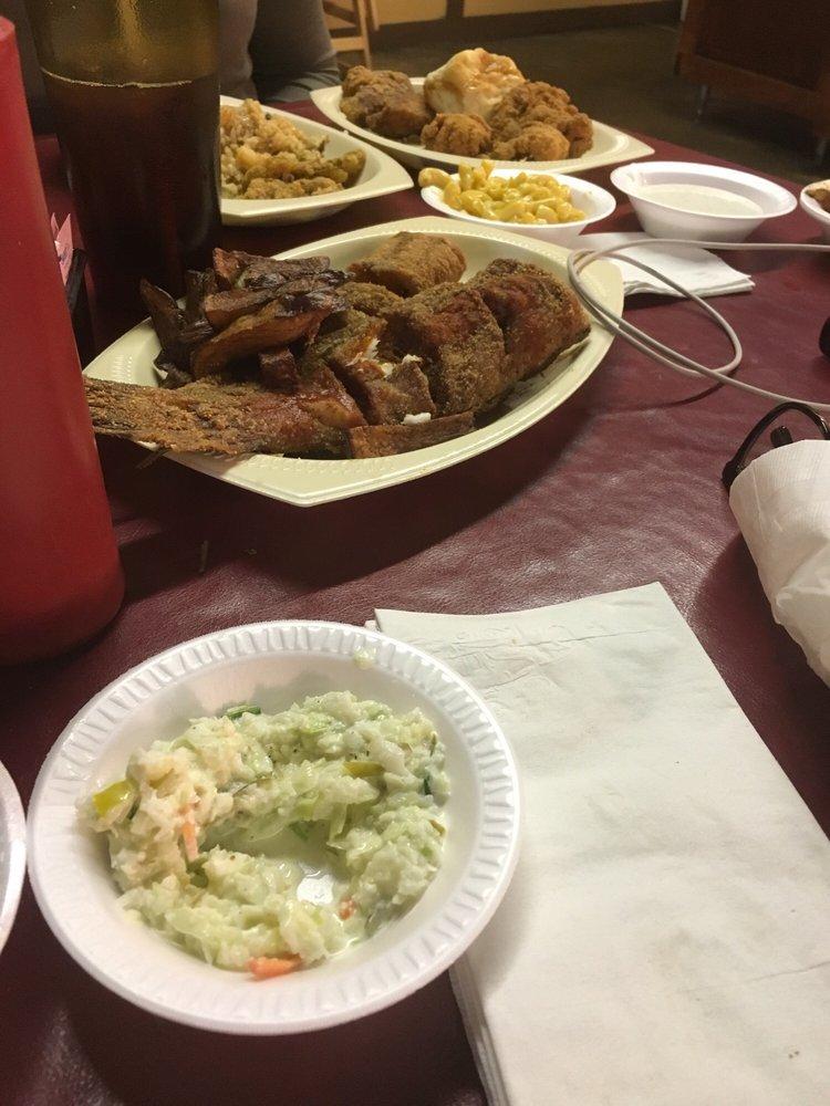 Seafood Junction Too: 25 East Stonewall Rd, Byhalia, MS
