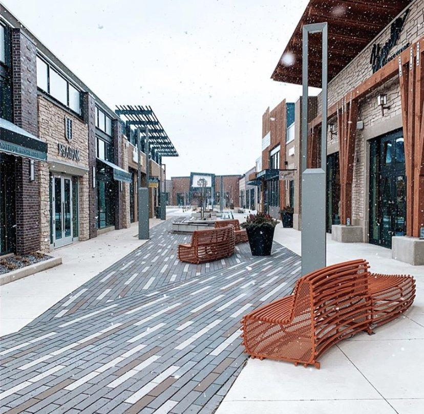 Breton Village Shopping Center: 1830 Breton Rd SE, Grand Rapids, MI