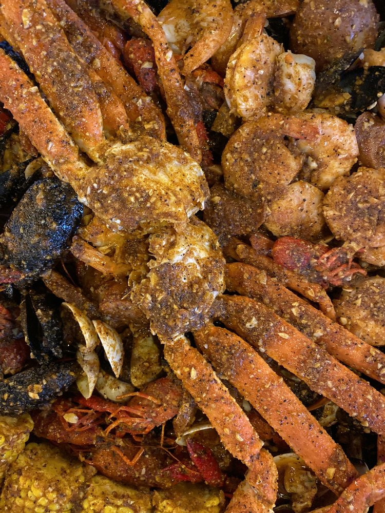 Hungry Crab Juicy Seafood & Bar: 1551 3rd St SW, Winter Haven, FL