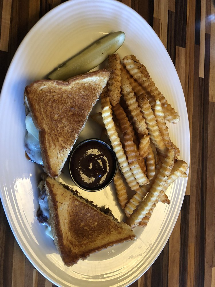 Otis & Henry's Bar & Grill: 777 E 3rd St, Caruthersville, MO