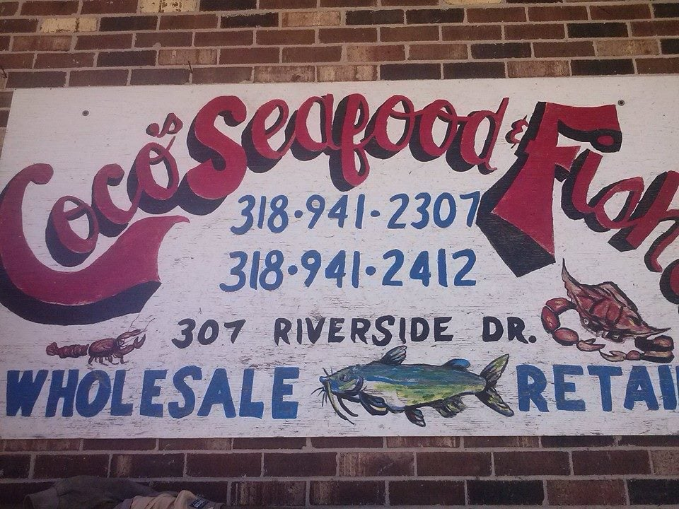 Coco's Seafood & Fish Market: 307 Riverside Dr, Simmesport, LA