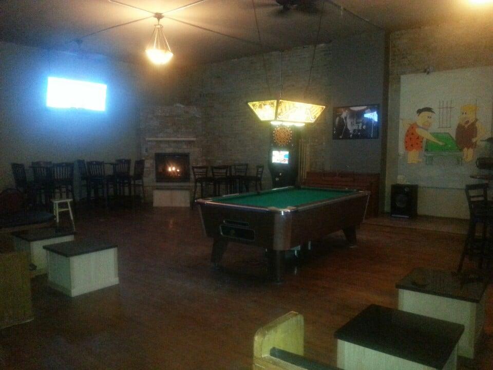richmond s sports bar sports bars 2944 w grand humboldt park