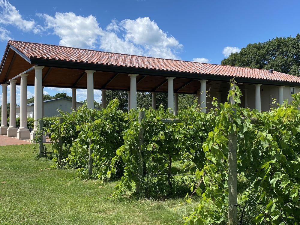 Villa Bellezza: 1420 3rd St, Pepin, WI