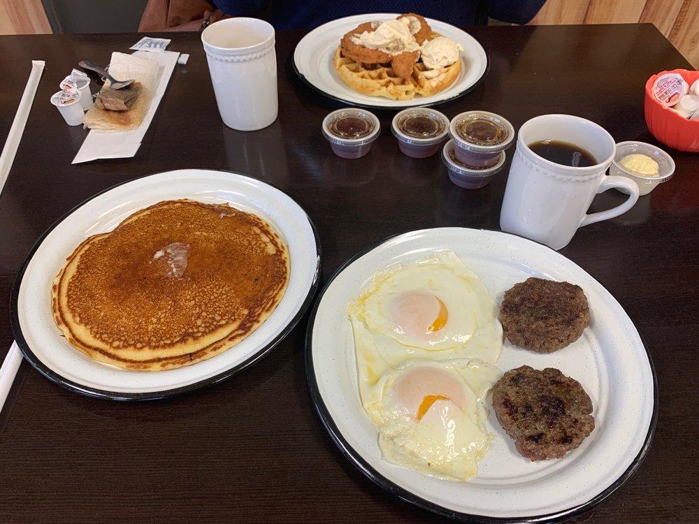 Abby Mae's Cafe: 1008 N Hwy 77, Marietta, OK