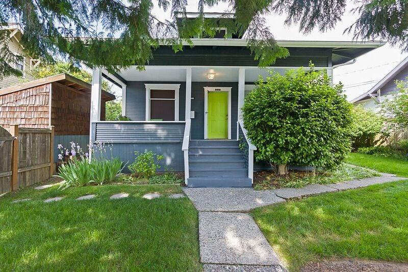Karen Freeman - Coldwell Banker BAIN   1661 E Olive Way, Seattle, WA, 98102   +1 (206) 852-9055