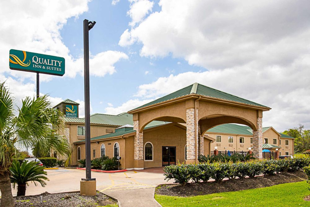 Quality Inn & Suites: 1590 S I-10, Beaumont, TX