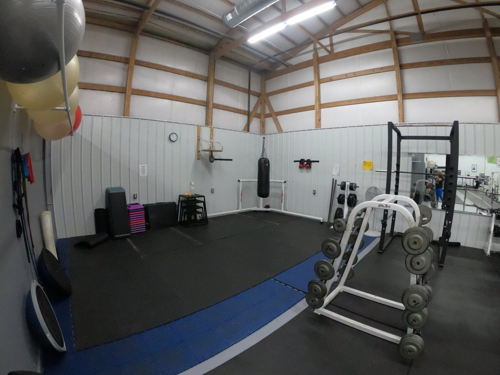 Ultimate Fitness Plus: 425 S Lincoln Dr, Troy, MO