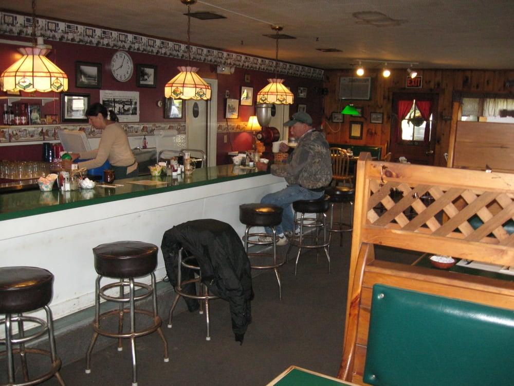 Quabbin Woods Restaurant: 8 Barre Rd, Petersham, MA