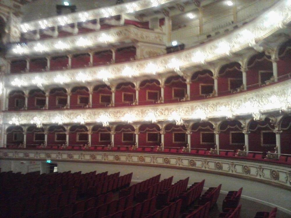 Teatro petruzzelli teatri corso cavour 12 bari for Numero abitanti di bari