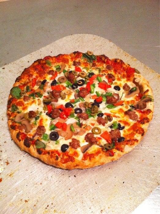 Colada's Premium Pizza: 1050 Horse Prairie Ave, Valparaiso, IN