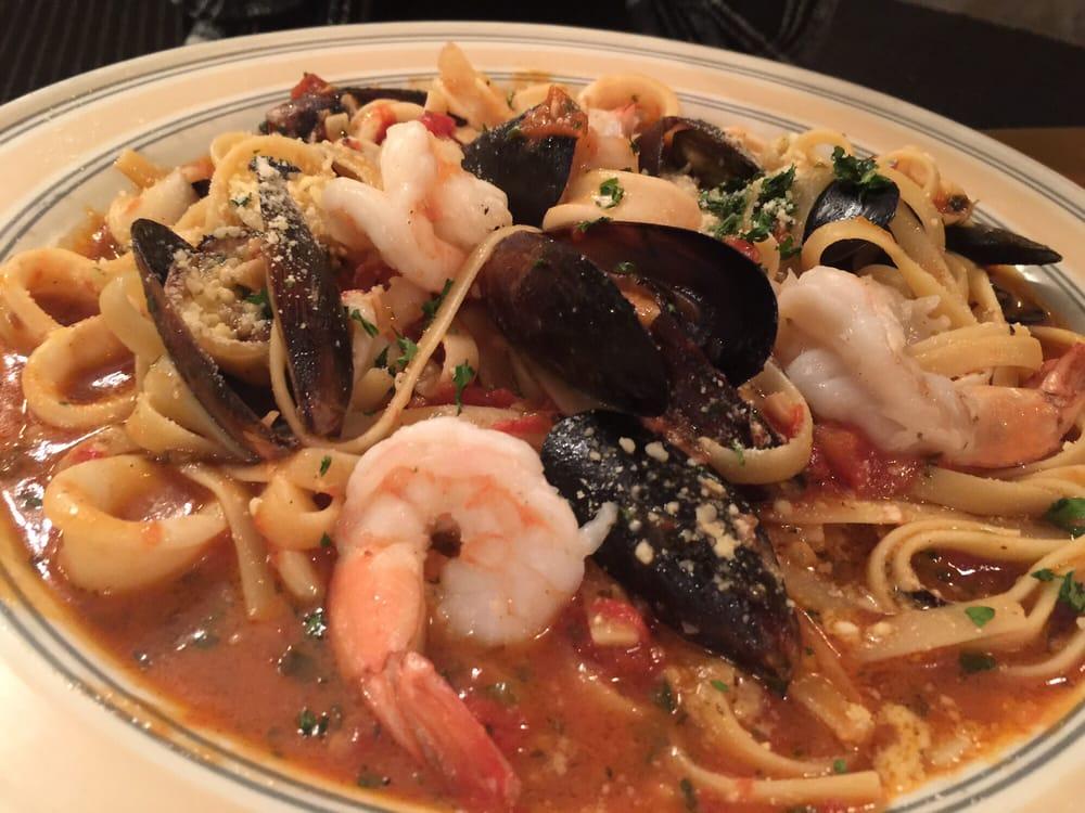 Marino's Restaurant: 1401 Main St, Victoria, VA