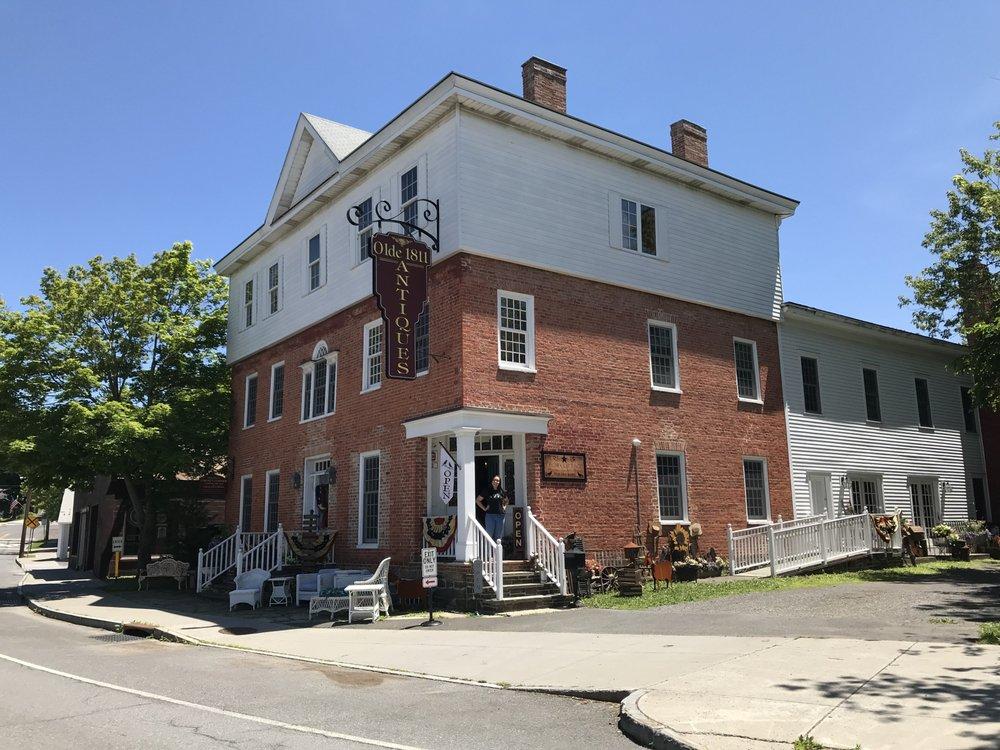 Olde 1811 Antique Shoppe & Crow Cottage: 2 Austerlitz St, Chatham, NY