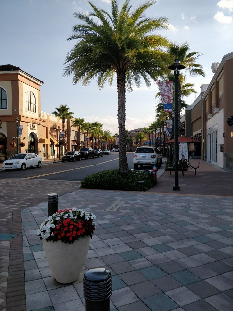 The Shops at Wiregrass: 28211 Paseo Dr, Wesley Chapel, FL
