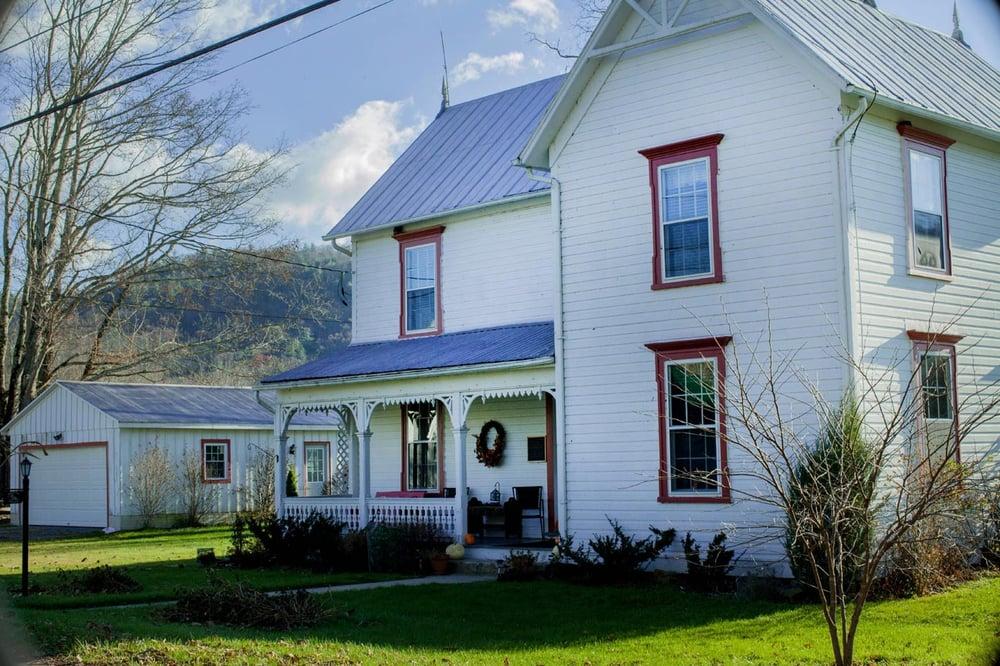 Chestnut Ridge Country Inn: Rt 1 Box 1 C, Dunmore, WV