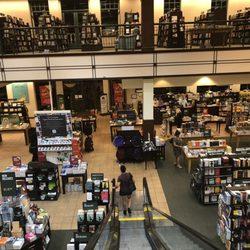 barnes \u0026 noble 97 photos \u0026 127 reviews bookstores 4735 commonsphoto of barnes \u0026 noble calabasas, ca, united states the store!