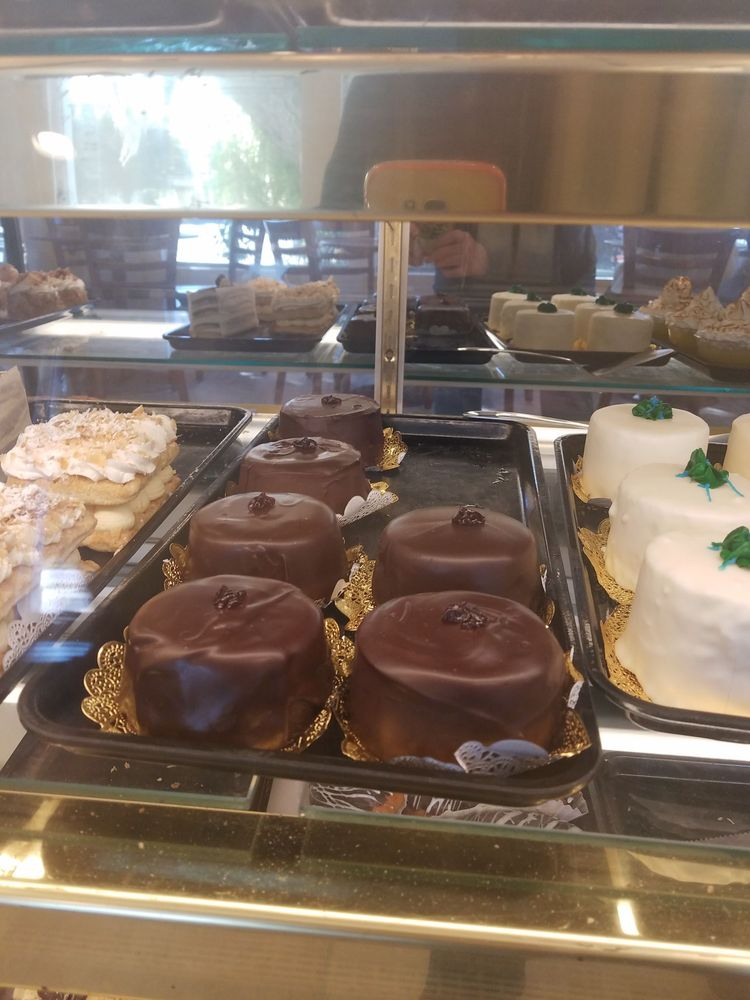 Astoria Pastry Shop: 560 Indian Rocks Rd N, Belleair Bluffs, FL