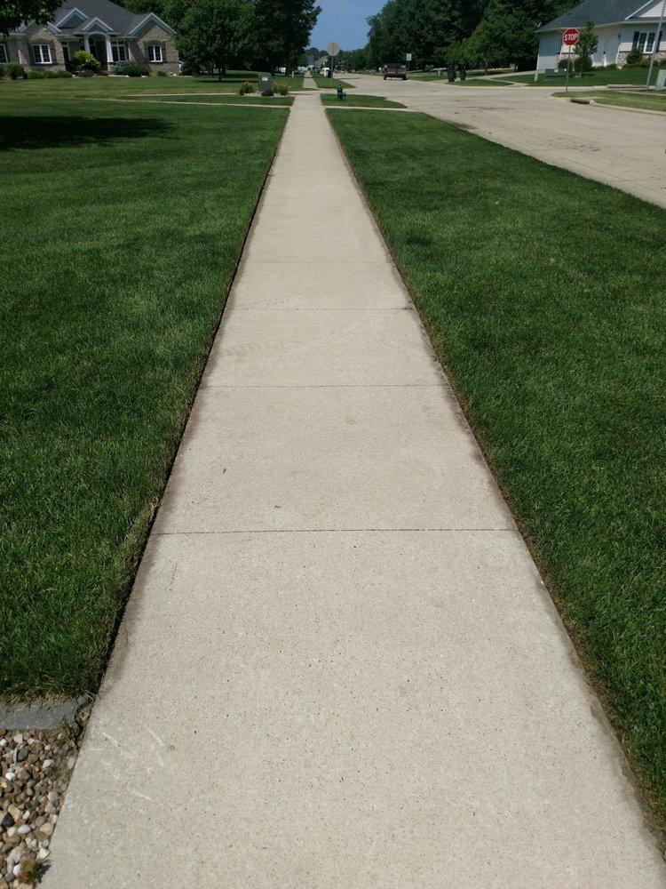 High Definition Lawn Care: Cedar Rapids, IA