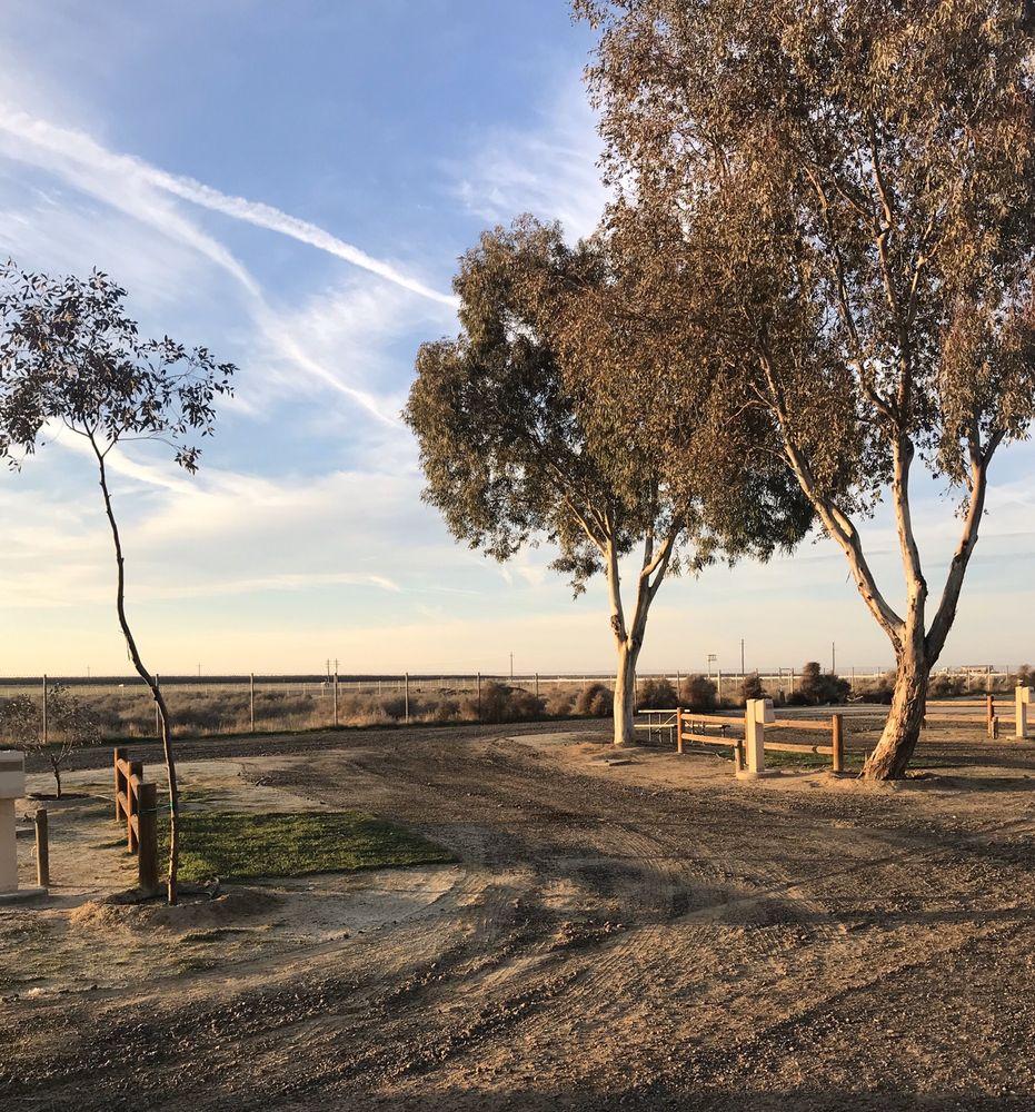 Lost Hills RV Park: 14831 Warren St, Lost Hills, CA