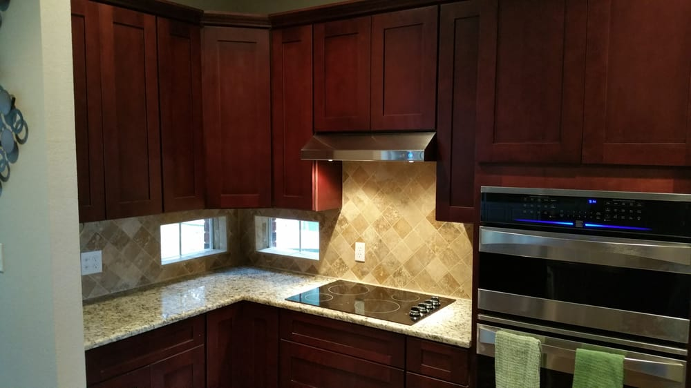 Avery ranch kitchen mocha shaker with 42 inch uppers and 4 for Kitchen remodeling round rock