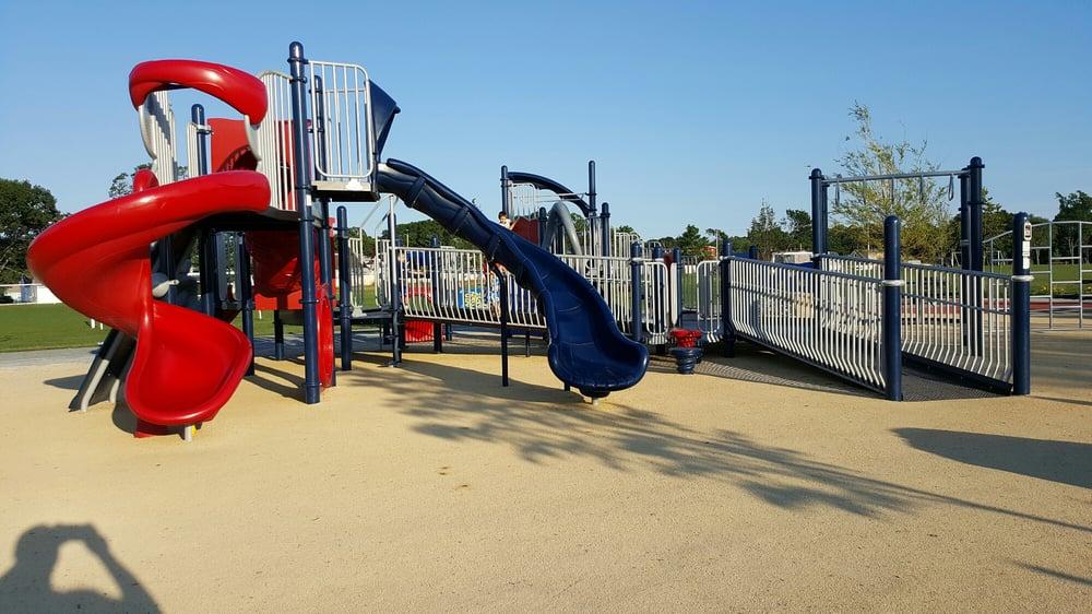 Winslow Park: 300 Airport Rd, Warwick, RI