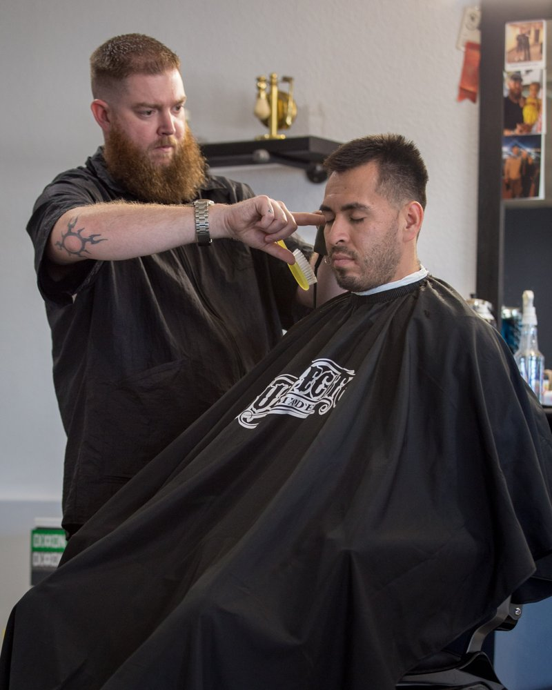 The Battlefield Barber Co.: 700 N Pinal Pkwy Ave, Florence, AZ