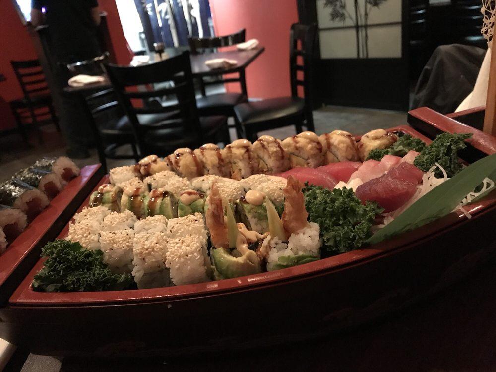 Zuki Japanese Hibachi Grill & Sushi Lounge: 1448 N Green River Rd, Evansville, IN