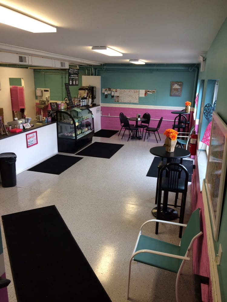 Min and Jim's Country Cupcakes: 4779 E Main St, Millersburg, OH