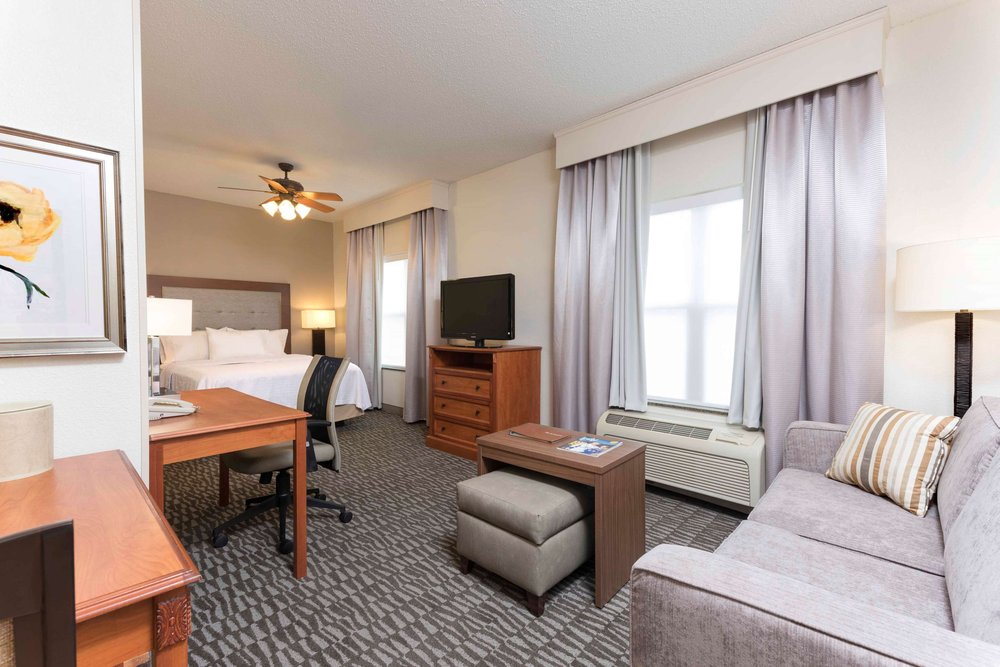 Homewood Suites by Hilton Indianapolis-Airport/Plainfield: 2264 E Perry Rd, Plainfield, IN