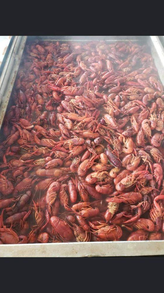 TJs Crawfish Shack: 303 W Grand Ave, Rainbow City, AL