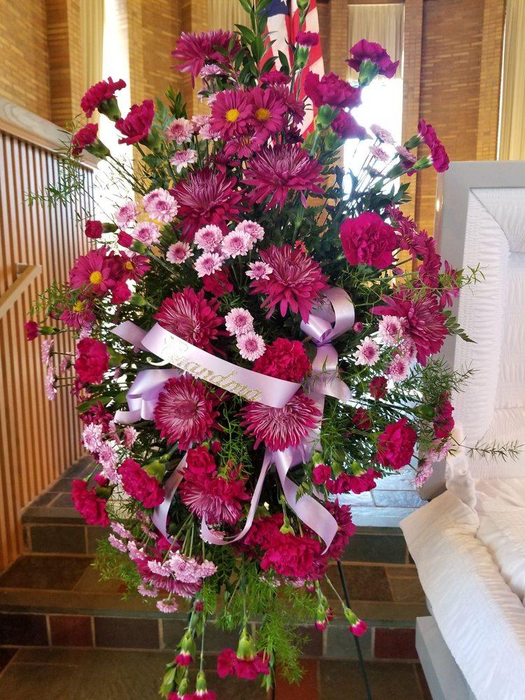 Brainerd Floral: 316 Washington St, Brainerd, MN