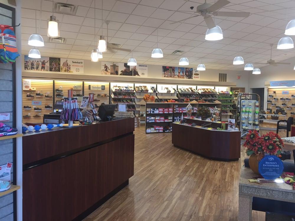 Brown's Shoe Center: 1571 Heritage Hills Dr, Washington, MO