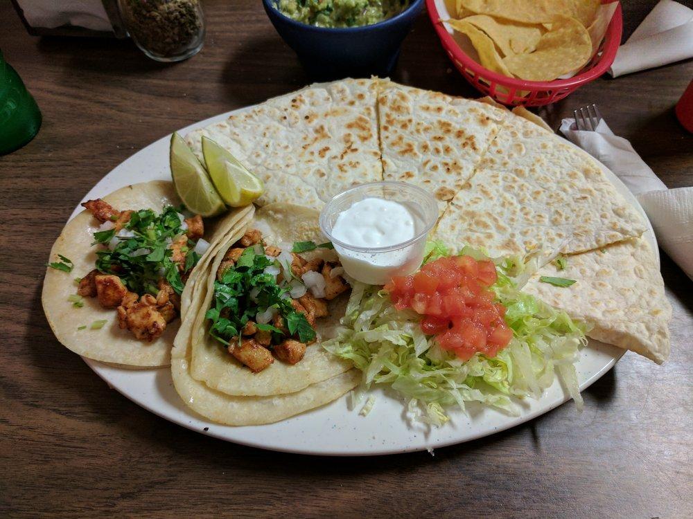 Tacos La Tia: 604 Eastside Blvd, Muskogee, OK