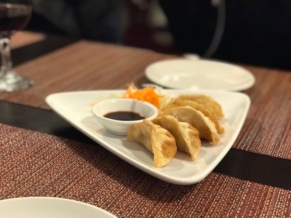 Bangkok Thai Cuisine: 6144 N Lincoln Ave, Chicago, IL